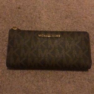 Michael Kors 3/4 zip around wallet